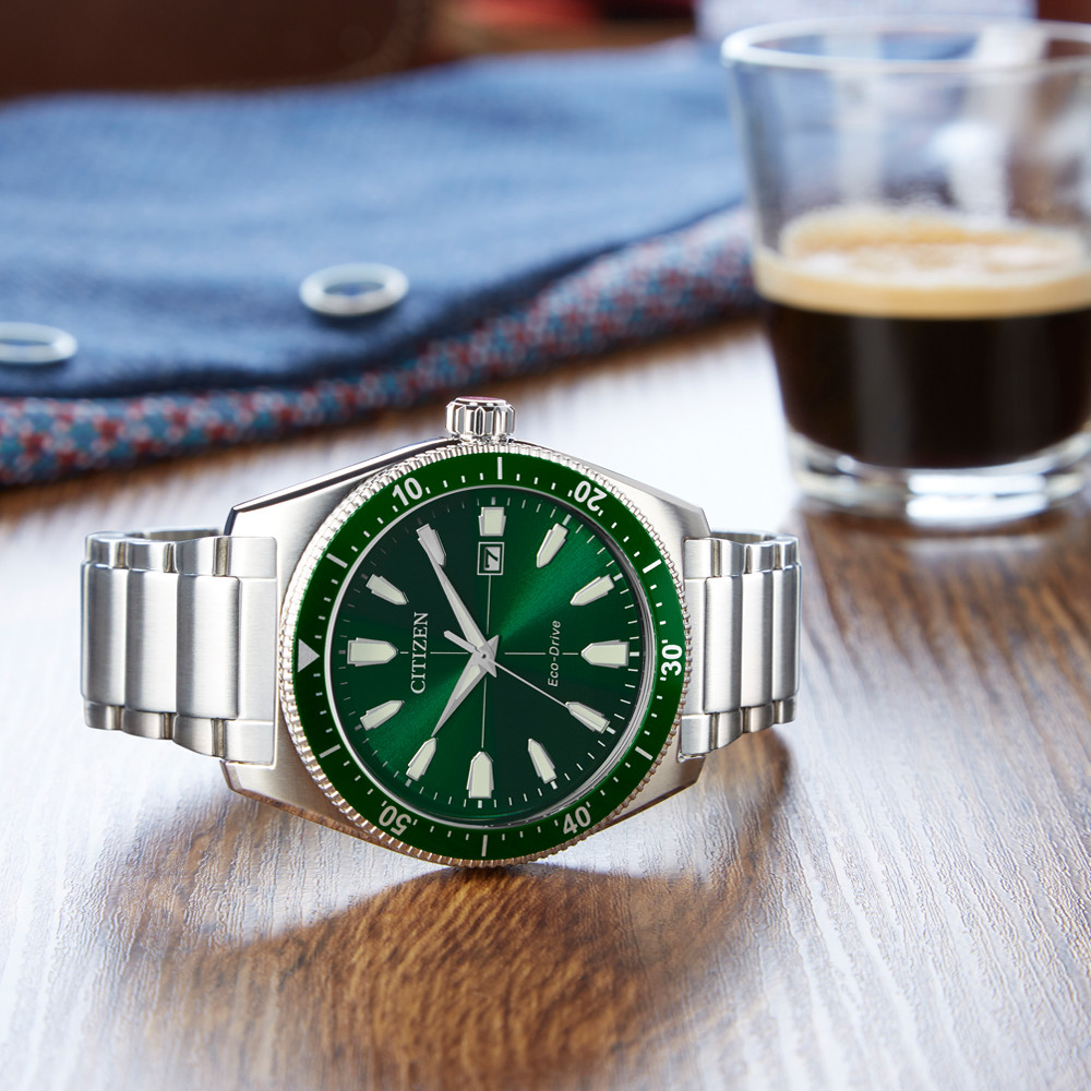 Retro watch in green